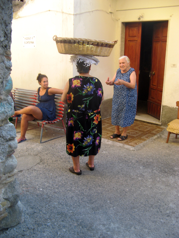 12-7525megan-michela-mafalda